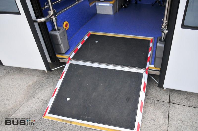 B8RLE_Doubledecker_wheelchairramp.jpg